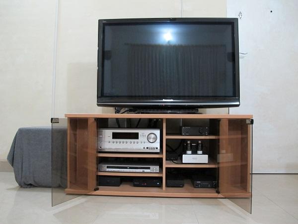 Pioneer-DV-610AV-DVD-Player-On-The-Bench-Audiopolitan