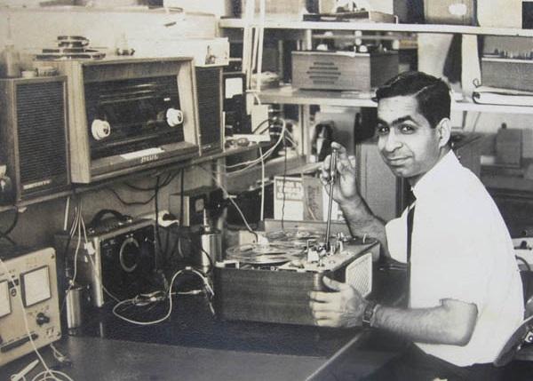 Shyam-Bajaj-Working-On-The-Tandberg-8-Model-Assembly-Line-Audiopolitan