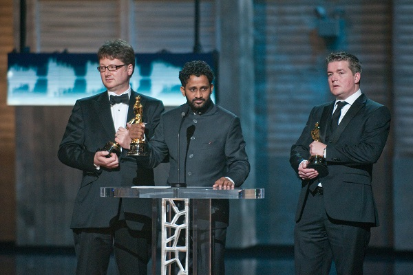 Ian-Tapp-Resul-Pookutty-And-Richard-Pryke-Accepting-The-Oscars-For-Slumdog-Millionaire-In-2009-Audiopolitan