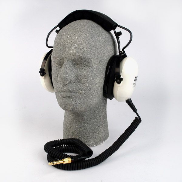 Remote-Audio-Custom-Made-Studio-Headphones-Audiopolitan