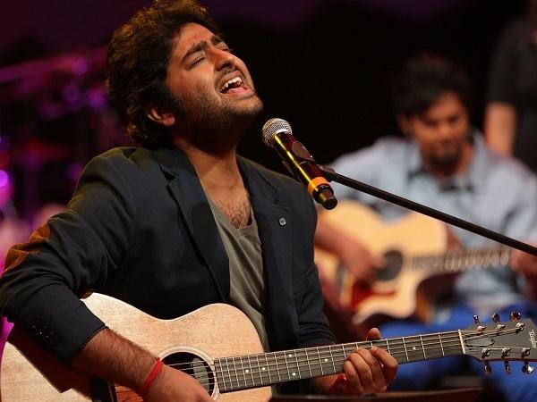 Arijit-Singh-Performing-Live-At-MTV-Unplugged-Season-3-Audiopolitan