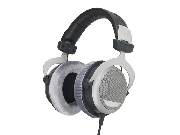 Beyerdynamic-DT880-Headphones-Audiopolitan